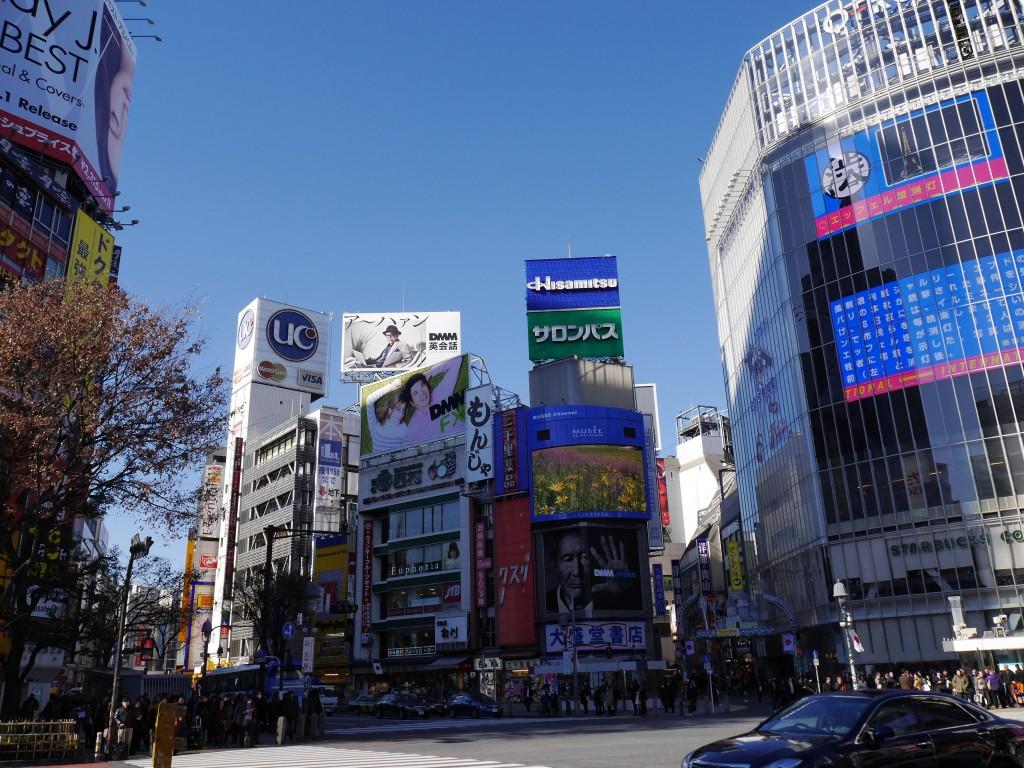 今も昔も、渋谷は大勢の人に愛されているにゃん!