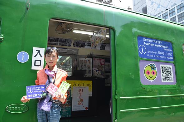 観光ガイドの村岡さん。3ヶ国語がペラペラなんだにゃん。