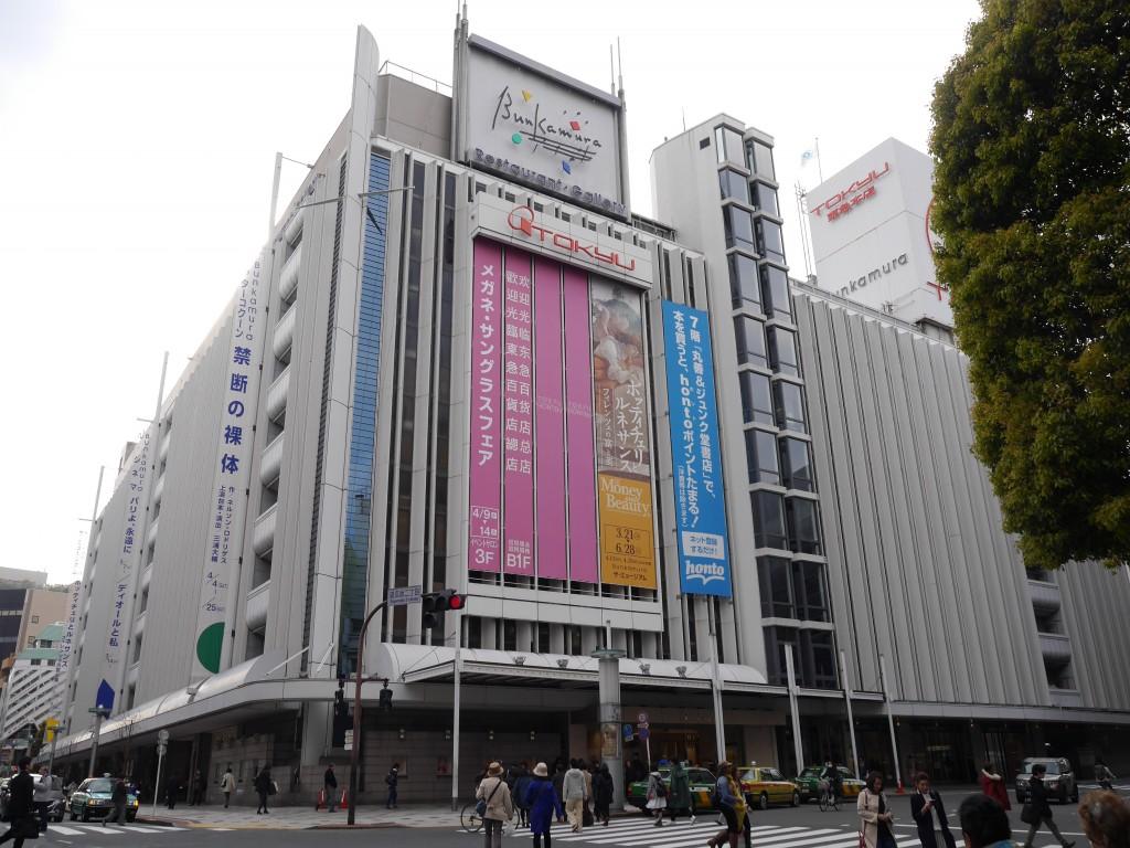 昔、東急本店のある場所には松﨑先生が教鞭をとった大向小学校がありました